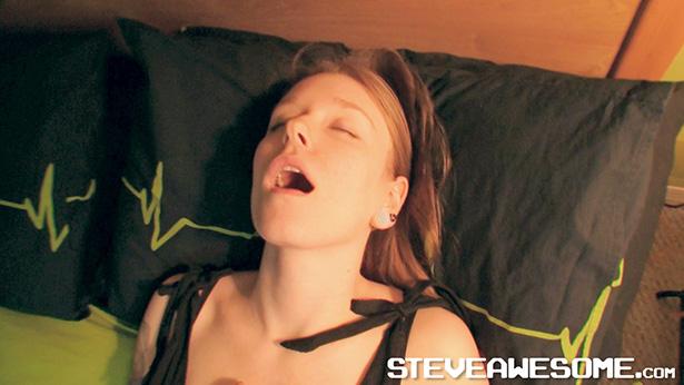 steveawesome-fitness-girl-masturbation-615px